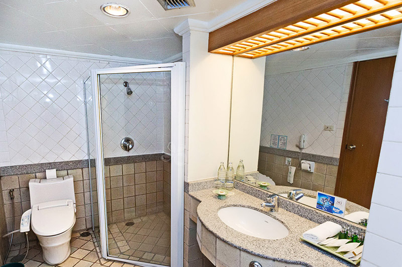 a bathroom of a 1 bedroom suite 2